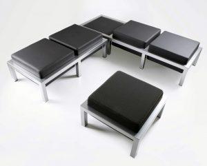 Configuration en angle avec une table, une banquette et une assise
